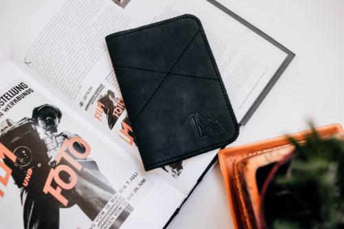 Обложка на паспорт черная из натуральной кожи