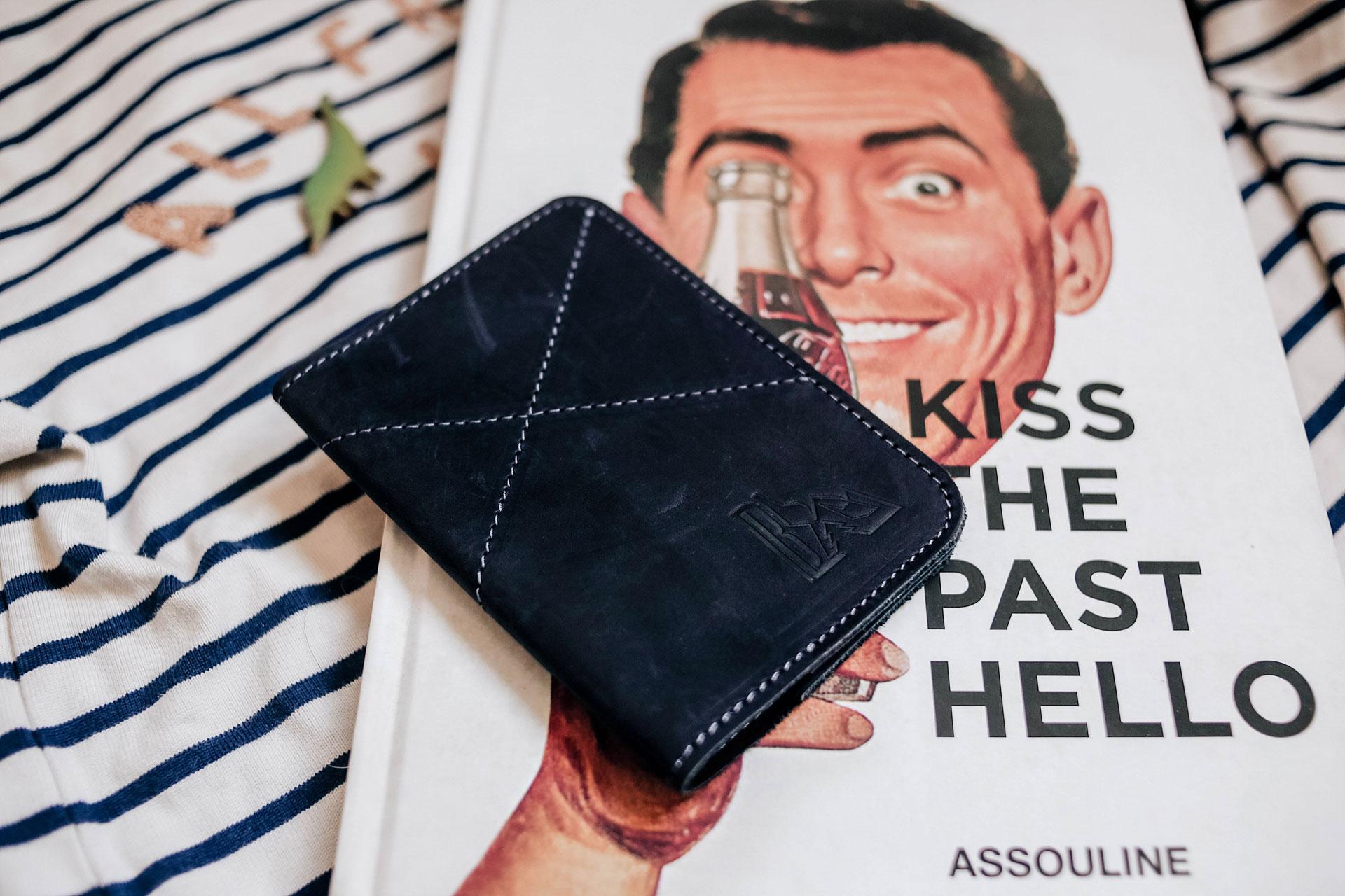 Обложка для паспорта из натуральной кожи чернично синяя