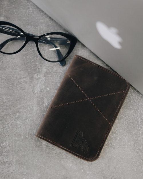 Обложка на паспорт из натуральной кожи ореховая