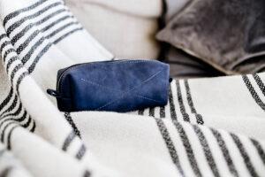 Косметичка чернично-синяя Маккинни